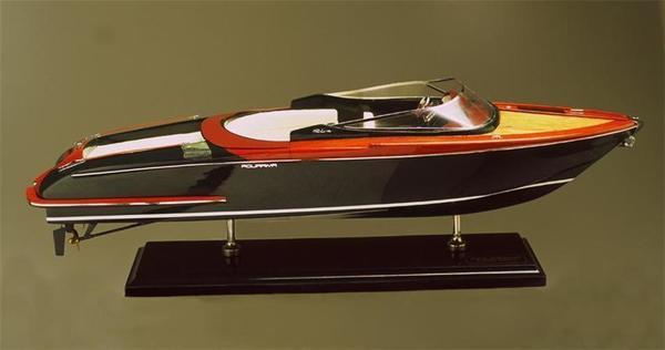 SMM-18 Aquariva Model Ship