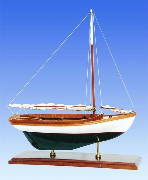 "SM-01 Herreshoff 1914 12.5"" Model Ship"